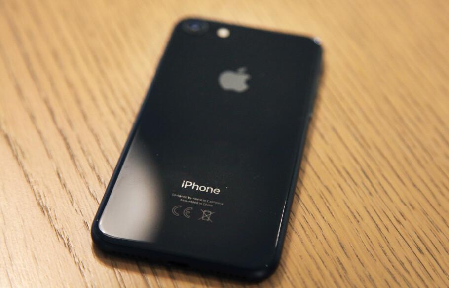 NY TELEFON?: Fra du slår på iPhonen til den kan brukes, må den konfigureres. Her viser vi deg hvordan. Foto: Lisa Wisløff