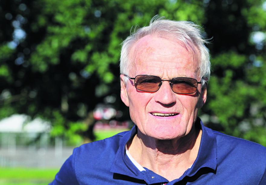 IDLSJEL: Helge Seehus Brekke (77) er tidligere rektor og mannen bak idrettsarrangementet KnarvikMila. Foto: Privat.