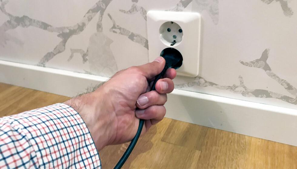 EL-BLEMME: Mange oppgaver knyttet til det elektriske anlegget i hjemmet har du ikke lov til å fikse selv. Foto: If