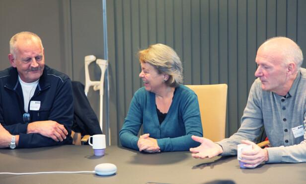 SELSKAPSLEK? Google Home Mini er mer underholdene enn nyttig, mener noen av testdeltakerne. Foto: Camilla Hjelmeseth