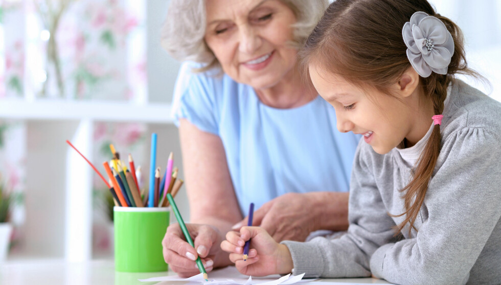 SKRIV TESTAMENT: Dersom barna dine vil gi avkall på arven sin , kan du la arven gå rett til barnabarna. Men du har også muligheter via å skrive et testamente, for å fordele deler av arven som du vil. FOTO: Shutterstock