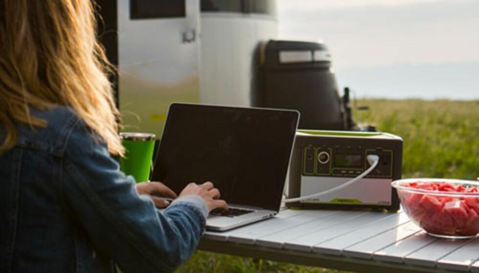 STRØM PÅ TUR: Ny batteriteknologi gjør det enkelt å ta med seg strøm på tur. Foto: Produsenten
