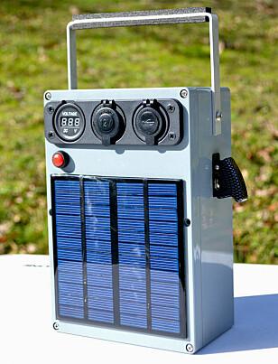 Selvlaget: Batteribank med egen strømforsyning. Foto: Intrsuctables/lonesoulsurfer
