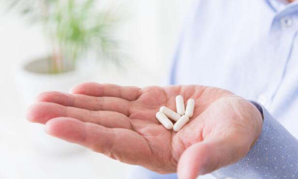 KAN VÆRE FARLIG: Snakk med legen om alkohol hvis du tar medisiner. Foto: Shutterstock