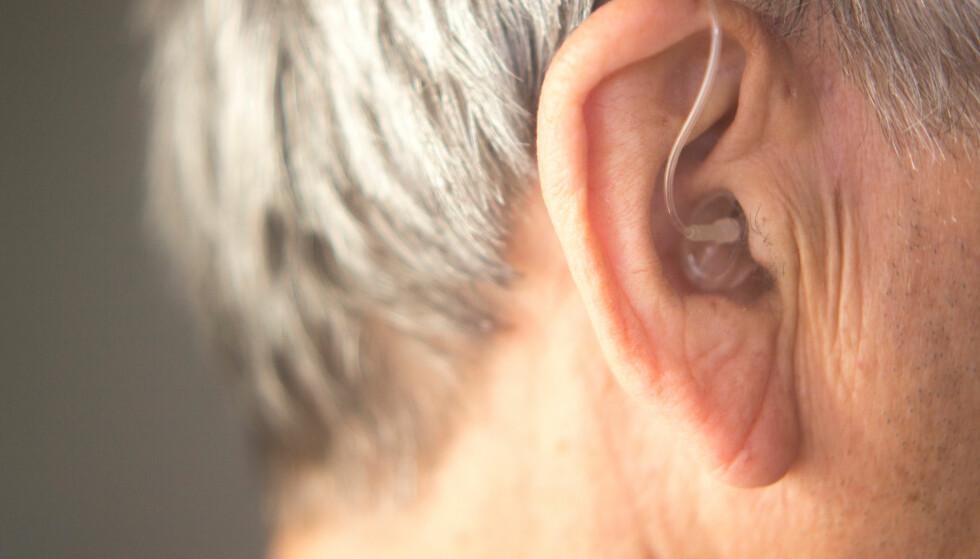 <strong>HØREAPPARAT:</strong> Det finnes mange nye typer høreapparat som er både diskré, og gir god lydkvalitet. Foto: Shutterstock