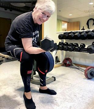 STERK: Dagens 70-åringer er sterkere enn de var før, viser målinger. 73-åringen Unni Olsen begynte å løfte vekter i en alder av 62 år. Tre år senere ble det norgesrekord. Foto: Linn Merete Rognø