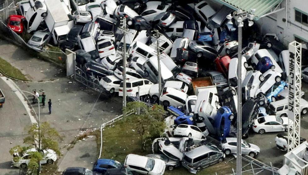 <strong>DØDSORKAN:</strong> Tyfonen Jebi gjorde store ødeleggelser da den traff deler av Japan i september. Foto: Reuters / NTB Scanpix