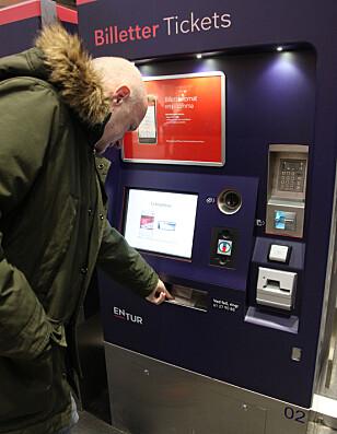 RASKT: Det tok cirka 1 minutt å kjøpe billett på automatene. Foto: Lisa Wisløff