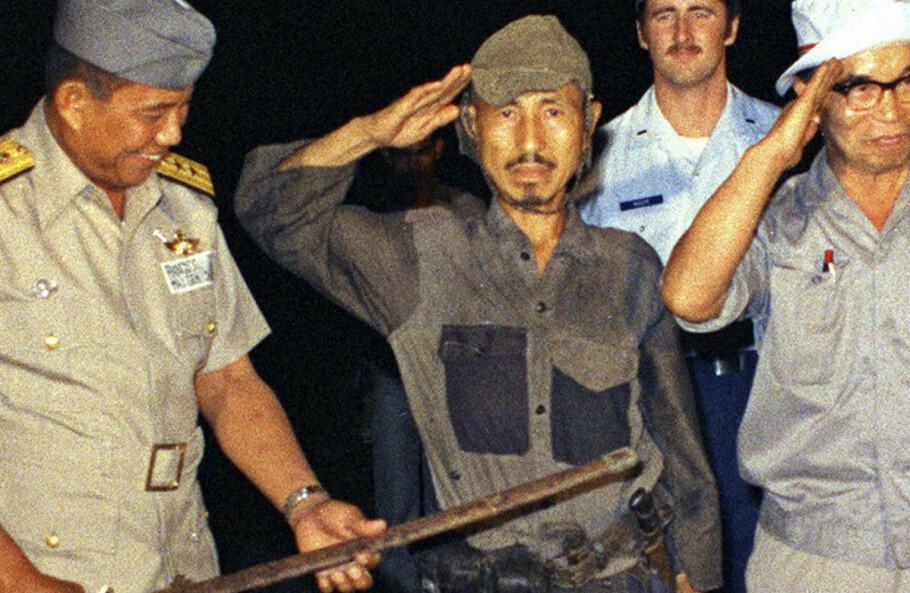 VED VAKTENS SLUTT: Den sagnomsuste løytnant Onoda overga seg i januar 1974, nesten tre tiår år etter at andre verdenskrig var over. Han døde i 2014, 91 år gammel. Foto: AP/NTB Scanpix