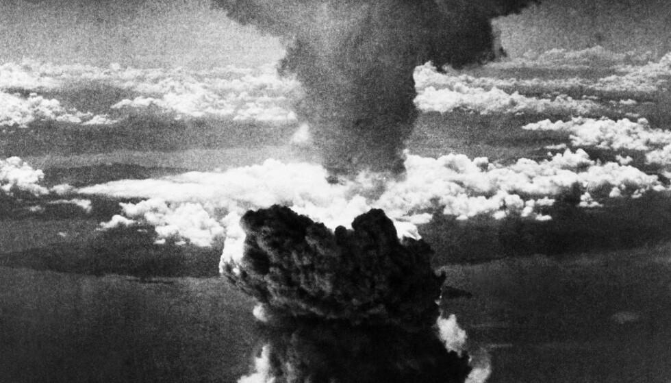 ATOMBOMBE: Hvis det skulle skje en stor atomulykke burde visse grupper ha jodtabletter i huset. (AP Photo/File).