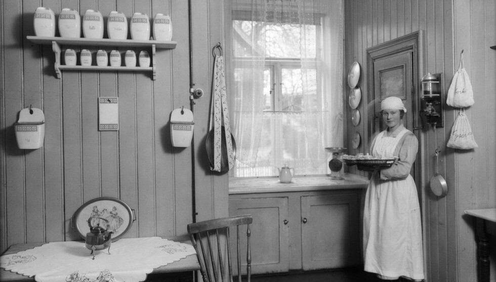 MINST ÉN: Det var i sin tid svært vanlig å ha minst én hushjelp, her fra Johannes Bruns gate 8, på Bolteløkka i Oslo, i 1925. FOTO: Anders Beer Wilse / Oslo Museum