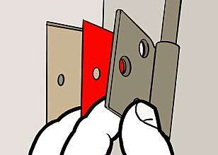 PAPPSKIVER: En eller flere pappskiver bak hengselet gjør at døren blir hengende rett. Illustrasjon: Øivind Lie-Jacobsen