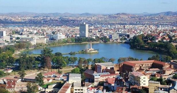 RAMMET I 2017: Det siste store utbruddet av svartedauden kom på Madagaskar høsten 2017. Da døde over 2000 mennesker, og det var hovedstaden Antananarivo som ble hardest rammet. Foto: Sascha Grabow / Wikipedia.