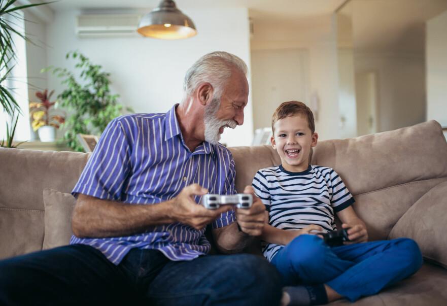 SOSIALT: Det finnes flere fordeler med å spille. Hjernetrim er en av dem. Foto: Shutterstock