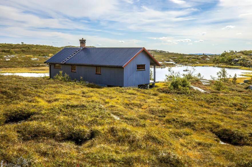 SOL PÅ HYTTA: Visste du at du kan få opptil 28.000 kroner i støtte til solcellepanel på hytta? Foto: Shutterstock