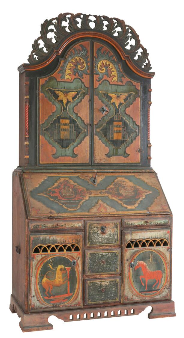 Skatoll med originalmalt dekorasjon. Laget en gang mellom 1753-1830. Solgt for 420.000 kroner + 20 prosent omkostninger.