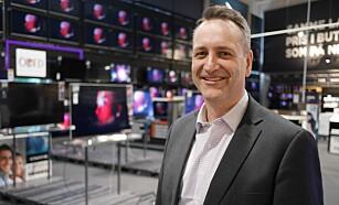 SER ØKNING: Administrerende direktør i Stiftelsen Elektronikkbransjen Jan Røsholm ser en stadig økning i nordmenns interesse i fysiske bilder. Foto: Stian Sønsteng.