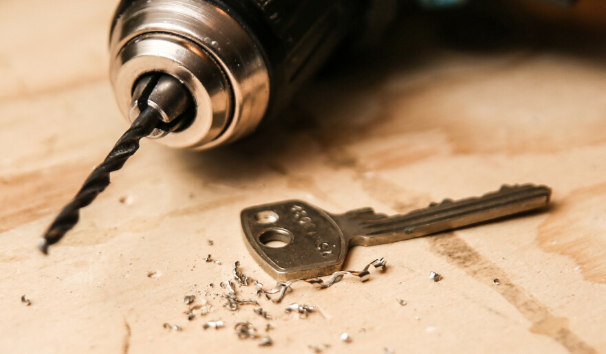 BOR ET EKSTRA HULL: Det gjør at nøkkelen til inngangsdøren står ut fra resten av nøklene på knippet. Foto: Øivind Lie-Jacobsen