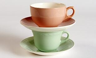 FARGERIKE: Rosa kopp med skål (ca. kr 150) og grønn kopp med skål fra «Grete»-serien (ca. kr 150). Foto: Jan Larsen