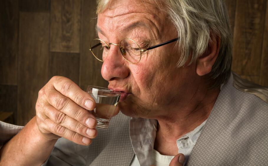 DRIKKER MER: En svensk studie viser at eldre drikker mer enn før. Foto: Shutterstock