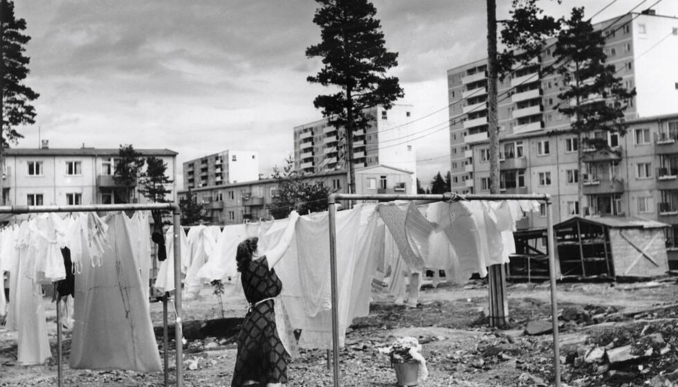 Husmoren hadde en haug med oppgaver, med klesvask som en av de meste rutinepregede. Dette er fra Oslo i 1957. FOTO: Ukjent/Oslo Museum