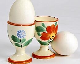 VÅRLIG: To egglass dekorert med vannmalingseffekt (kr 40 pr. stk). Foto: Jan Larsen