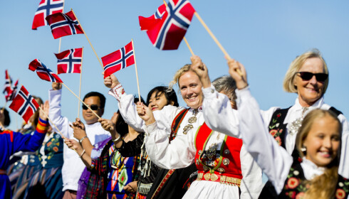 BUNADSBOOM: Ifølge Norsk institutt for bunad og folkedrakt henger det rundt 2.5 millioner bunader i norske garderober, til en samlet verdi på cirka 3 millarder kroner. FOTO: Grøtt, Vegard Wivestad / NTB scanpix.