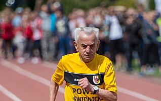 Hver gang 109-åringen fullfører en ny øvelse, setter han verdensrekord