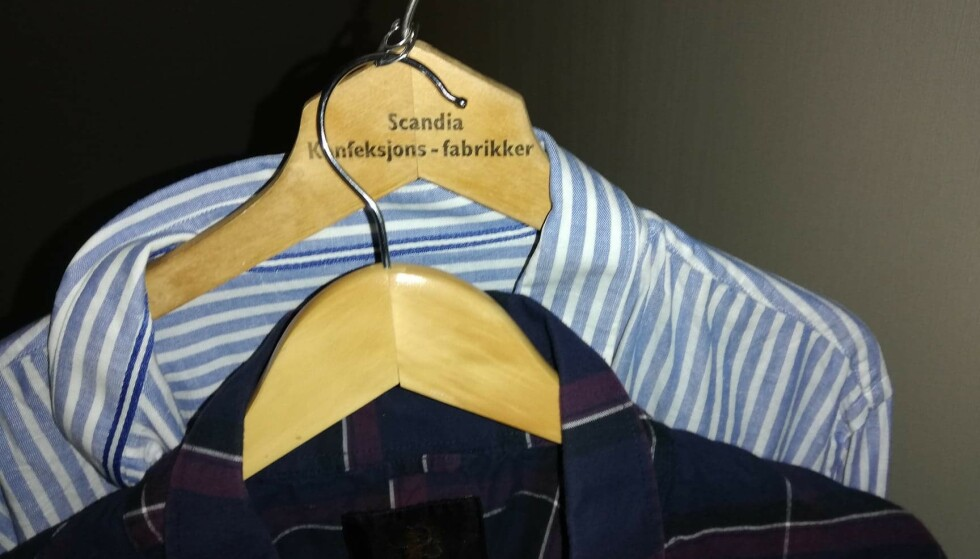 2 I ETT: Har du nok ringer, kan du ha dobbelt opp på hver kleshenger i skapet. Foto: Sondre Tallaksrud.