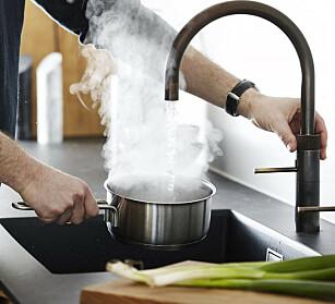 Vannkran 1: System med beholder og vannkran som leverer kokende vann i kranen. Produsent quooker Priseksempel kran + beholder: kr 6940/8550, bauhaus.no Foto: Produsenten