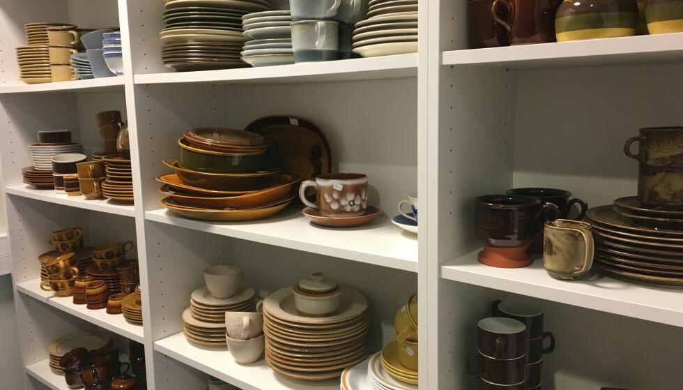 TRENDY: Tiden har kommet for de gamle keramikkservisene. Mange vil ha et til minne om foreldre eller besteforeldre, forteller servise-ekspert Tor Buaas. FOTO: NTB Scanpix.