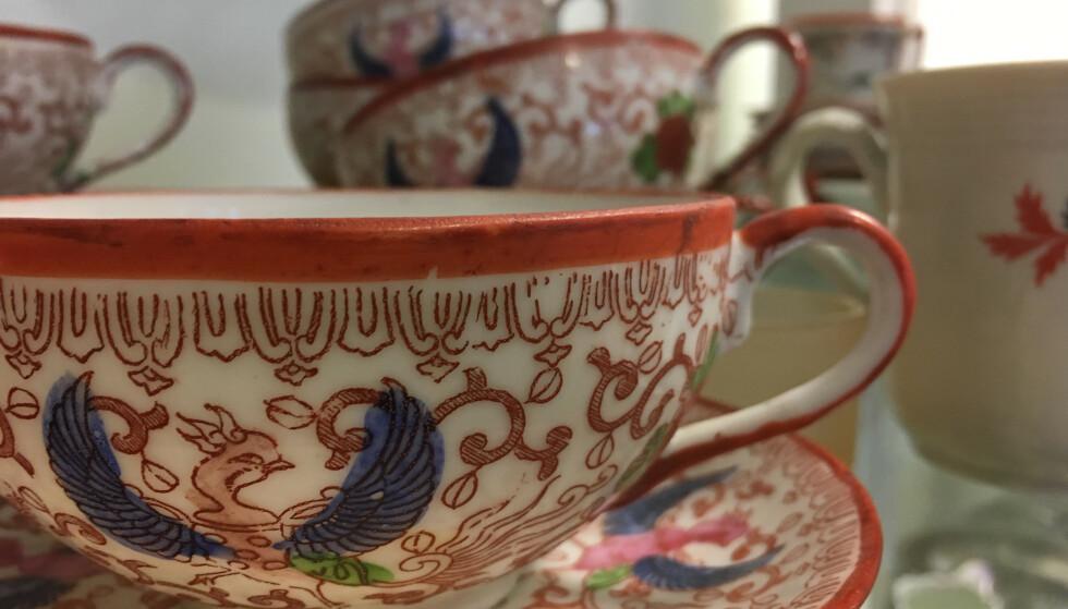 BRUKT: Hva med ny, hvit te i gamle kinesiske kopper? FOTO: Ina Kjøstvedt.