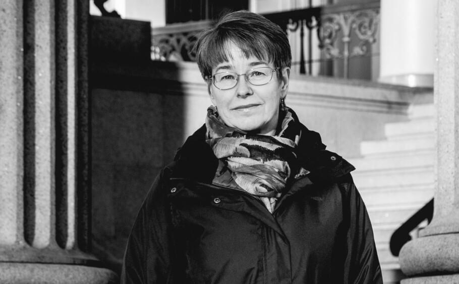 «UROKRÅKE»: Som barn fikk Anne Marie Fosse Teigen (53) fra Telemark blant annet høre at hun var vimsete, urolig, ulydig, risikosøkende og masete. I en alder av 51 år ble hun diagnostisert med ADHD. Foto: Aurora Nordnes.