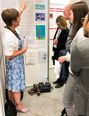 PRESENTASJON: Her er Anne Marie Fosse Teigen under sin posterpresentasjon på verdenskongressen for ADHD i Lisboa i april 2019. Foto: Hanne Skarsvaag.