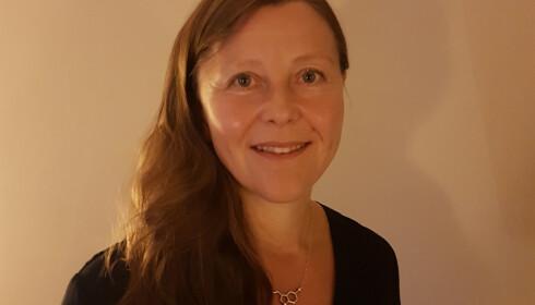 ADVARER MOT MOBILBRUK: Somnolog Janne Grønli forsker på hvordan stress og lys påvirker søvnmønsteret vårt. FOTO: Privat.