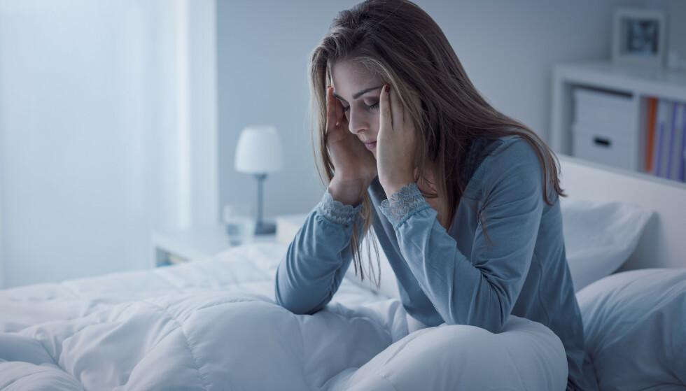 MANGE RAMMET: Ifølge tall fra Helsedirektoratet sliter rundt en av tre nordmenn ukentlig med søvnen, mens inntil 15 prosent av befolkningen har søvnløshet - eller insomni - av en mer langvarig art. FOTO: Shutterstock/NTB Scanpix.