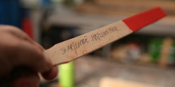 Fargearkiv: Skriv kode og hvor fargen er brukt på rørepinnen. Foto: Øivind Lie-Jacobsen