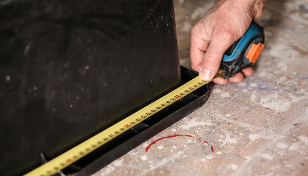 Mål: Det er målene rett under kanten som gjelder, legg gjerne til 5 mm slik at dunken ikke blir for trang når den skal træs ned i kassen. Foto: Øivind Lie-Jacobsen