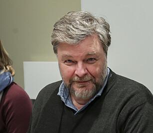LES PAKNINGSVEDLEGGET: Steinar Madsen forteller hvor viktig det er å lese pakningsvedlegget på medisinen. Foto: Vidar Ruud/NTB scanpix.