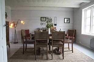 STAS-ROM: Spisestua er innredet med møbler som sto her fra før, bare ikke  i dette rommet. Her inne var nemlig frysebokslageret. Foto: Irene Jacobsen