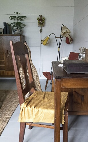 NOSTALGI: Den trearmede lampen i hjørnet er en av Sigrids favoritter.