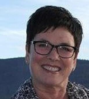 ALLERGISK: Kristin Bugge Søyland (59) mistet nesten livet da hun ble stukket av veps. Nå tør hun endelig gå tur alene, etter fem år med vaksinering. FOTO: Privat.