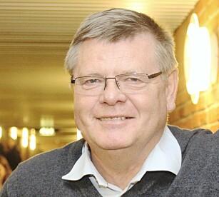 KUN ALBUEN: Ørjan Olsvik forteller at det eneste som skal inn i øret er din egen albue. Foto: Privat.