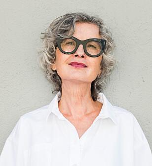IKKE SJOKKERENDE: Gunn-Helen Øye (65), sosialantropolog og trendforsker, mener at tatoveringer er vanlig i dag - uansett alder. Foto: Werner Anderson