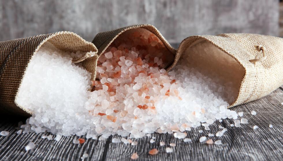 ULIKE SALTTYPER: Det finnes ulike typer salt, noen kan du spise mer av enn andre. Foto: NTB/Scanpix