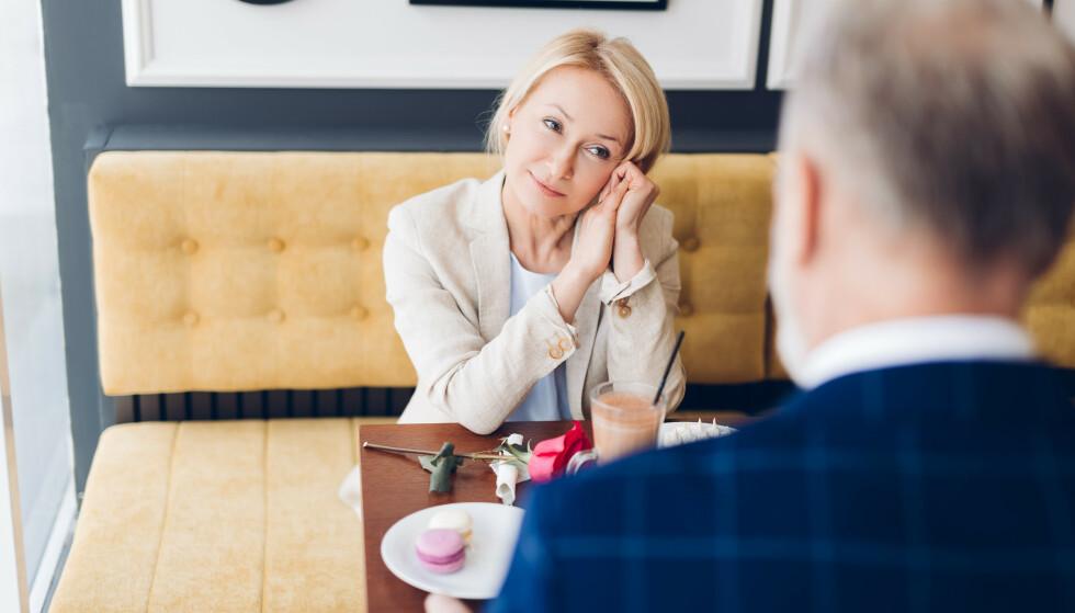 VOKSEN DATING: Mange skiller seg i alderen 55-60 år. Nettsteder som Match.com og sjekkeappen Tinder gir muligheter for å møte en ny partner. Illustrasjonsfoto: Shutterstock/ NTB Scanpix