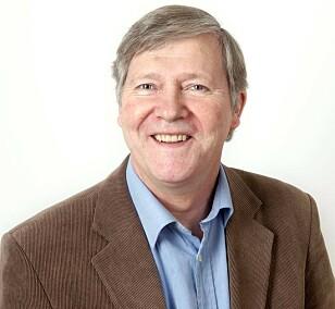 Nobel-historiker Ivar Libæk mener vi kan takke en feiltrykket nekrolog for Nobelprisene. Foto: Cappelen Damm