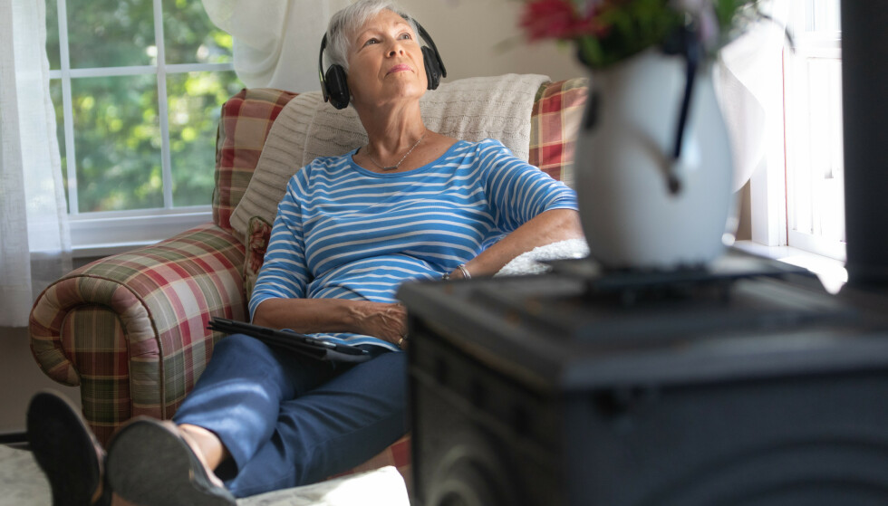 INSPIRASJON PÅ ØRET: Fordelen med podkast er at du kan lytte til programmer når og hvor som helst. Med noen tastetrykk får du tilgang til gode radioprogrammer fra hele verden. FOTO: Scanpix/Shutterstock