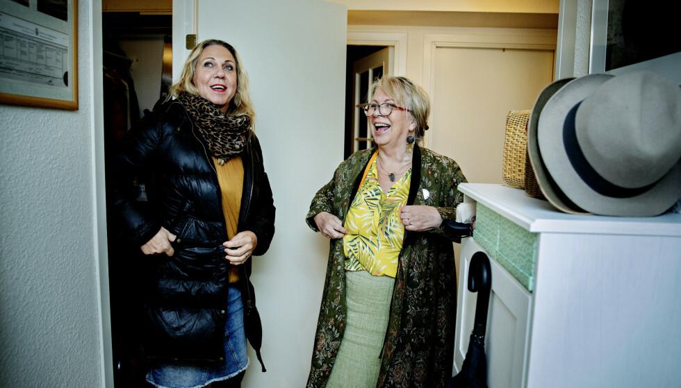 <strong>MANNEN MIN:</strong> Jan Elisabeth og Eva kan gå på shopping sammen. Eva hjelper gjerne ektemannen med å finne fine dameting, men nekter å kalle ham noe annet enn mannen sin. Foto: Nina Hansen/ Dagbladet