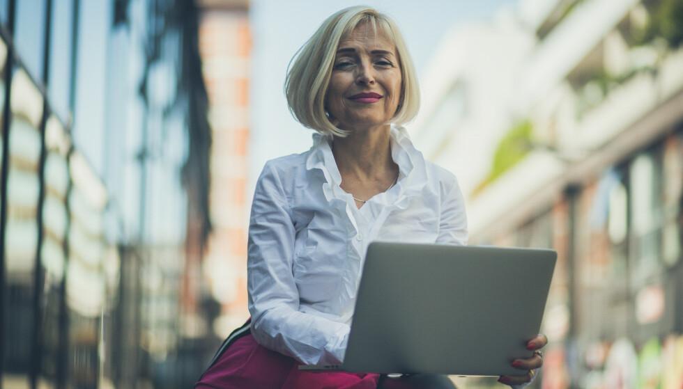 LANGT LIV I ARBEID? Bare 36 prosent av norske yrkesaktive kvinner ser for seg å jobbe etter fylte 67 år. Foto: Shutterstock / NTB Scanpix